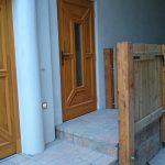 Wohnung 6 Wohnungseingang mit überdachtem Podest